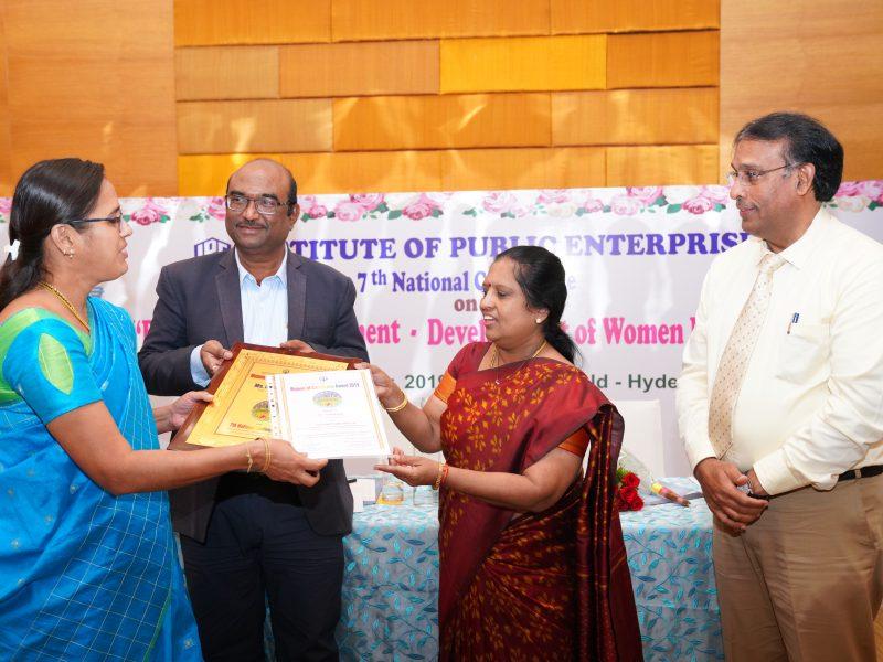 Ms. Rajalakshmi from ITC Ltd is Receiving the Excellence Award from Ms. Swarna Sankaran, ED(Fin), ECIL